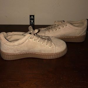 New never been worn women's size 8, true to size.